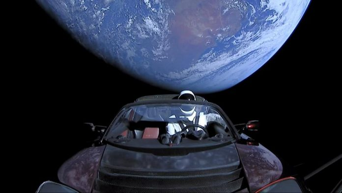 Ilmanichino Starmana bordo dell Tesla model X di Elon Musk lanciata verso Marte dal Falcon Heavy